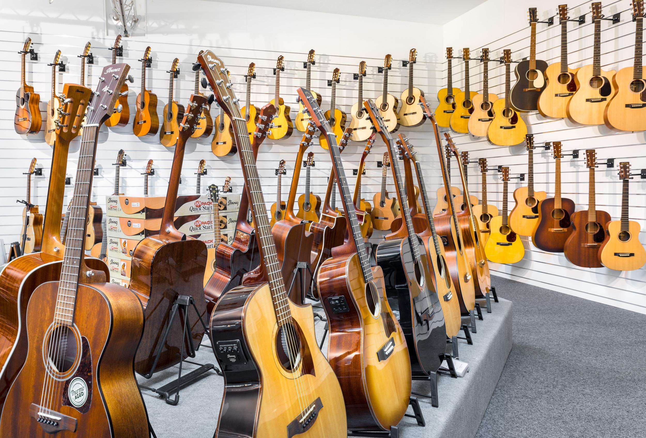 Reisser Musik Gitarrenabteilung